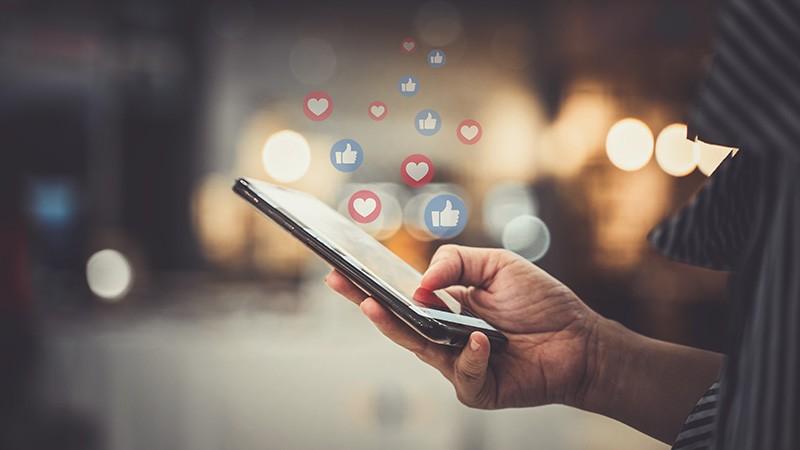 Fleet Networking Through Social Media